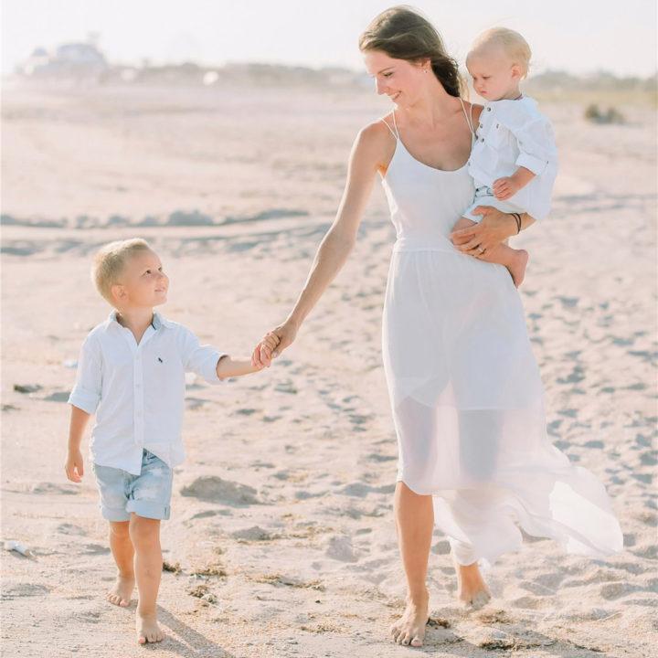 Семейная съемка на берегу моря
