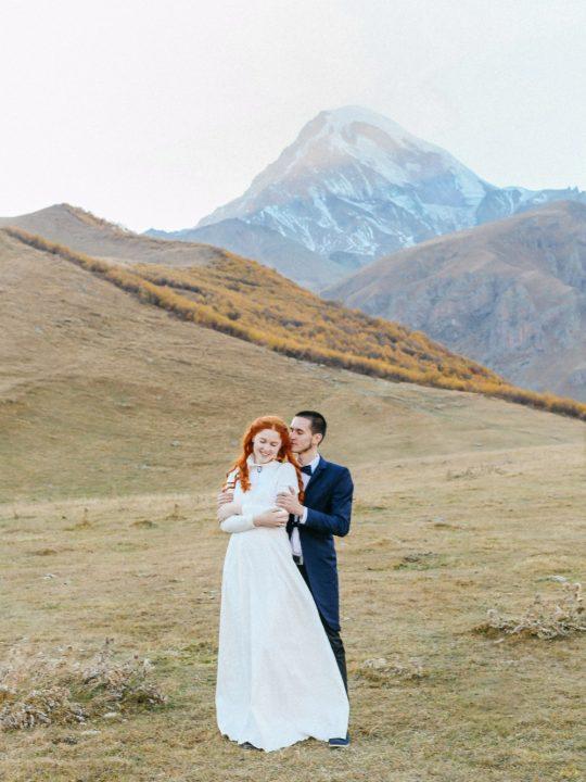 Женя и Семён. Свадьба для двоих в Грузии. Свадебная фотосессия  у горы Казбег в Грузии